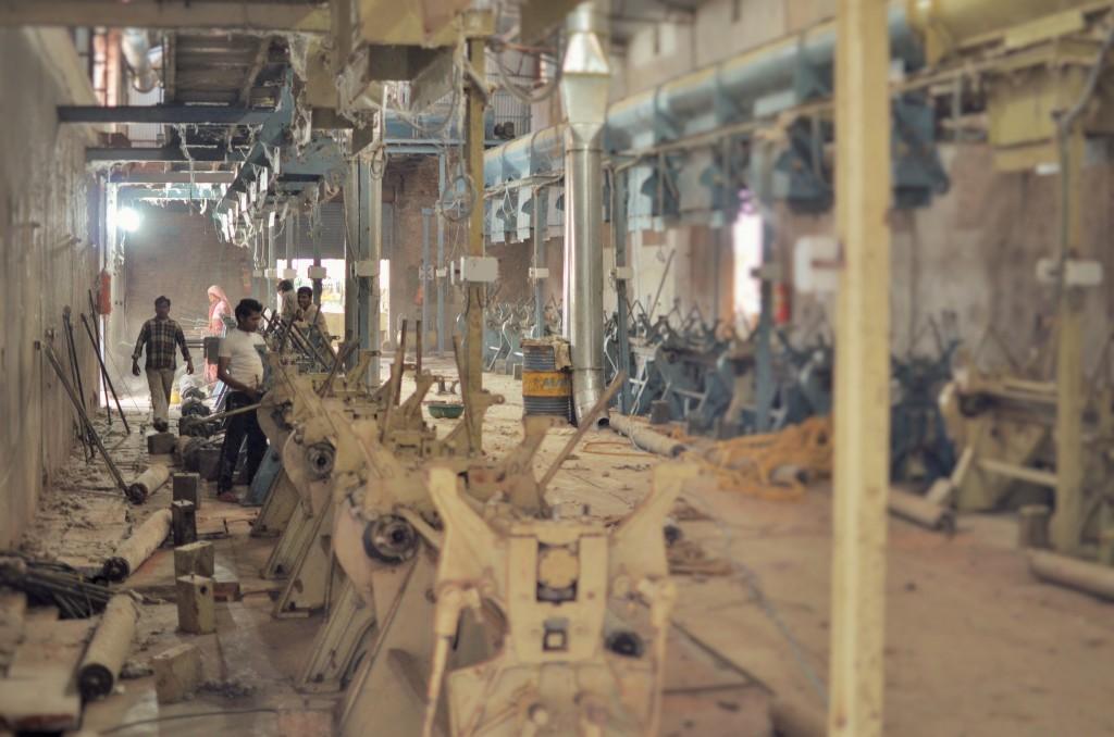 interiorul unei fabrici de egrenare